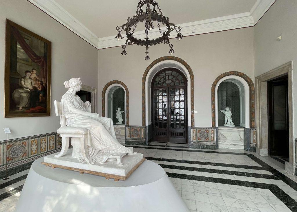 Immerse yourself in the arts at Accademia di Belle Arti di Carrara